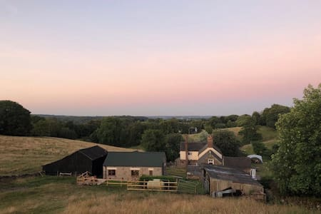 The Dairy, stunning views & close to Alton Towers