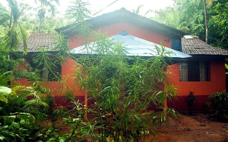 Sri Shiva Prasad Guesthouse (half cottage nr. 1)