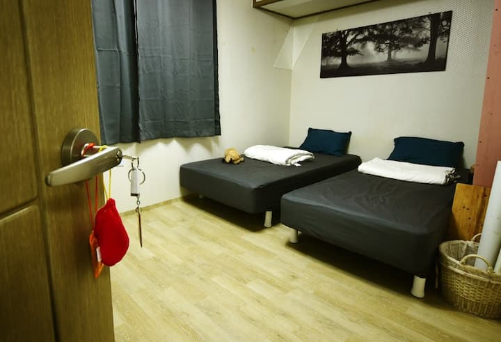 "Strawberry's House 1F B-room"" 4min KU Stn. Line2.7"