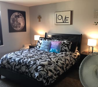 The nicest room available in downtown Omaha! - 公寓