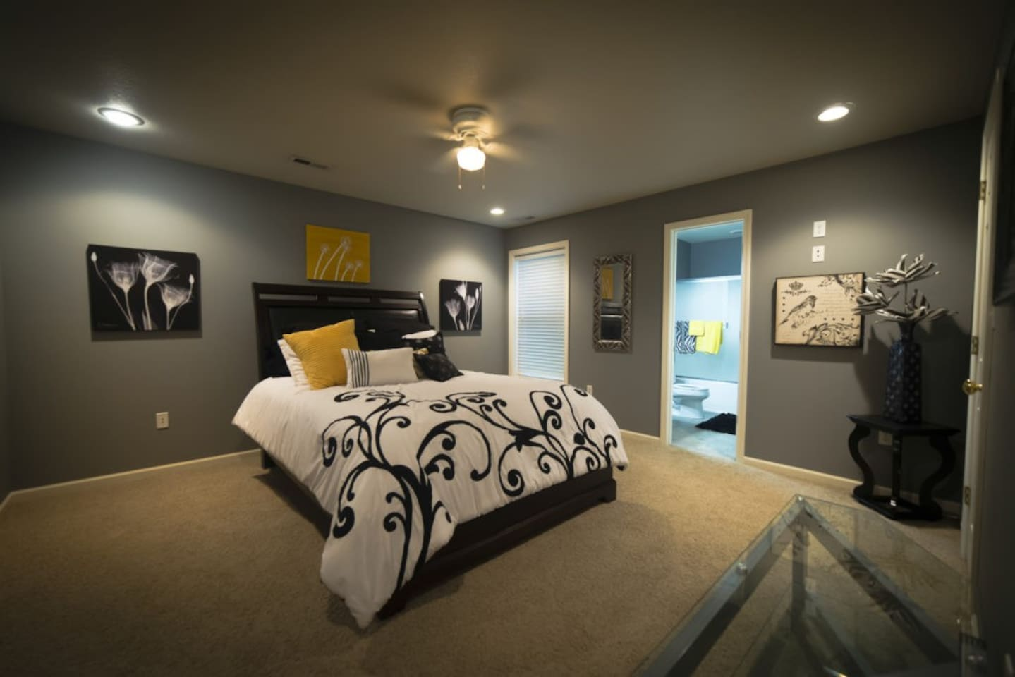Ebony & Ivory Room