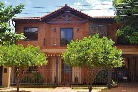CASA en barrio RESIDENCIAL - Asunción - House