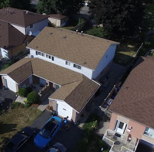 Spacious 3 Bedroom house W/2 Parking Spots - Mississauga - House