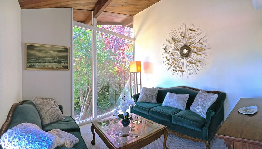 $165/NT: The Redwood Hearts Cottage in Cambria