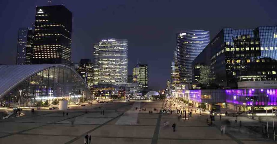 Appart located in heart of la defense