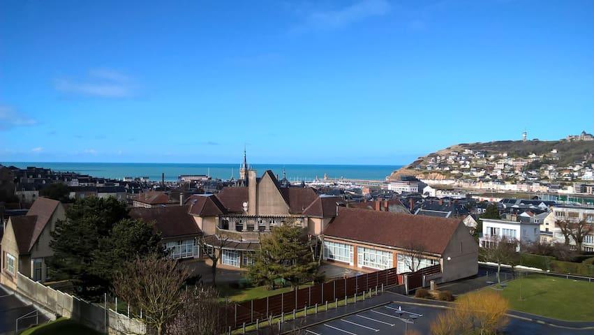 Appartement lumineux vue sur mer, proche centre