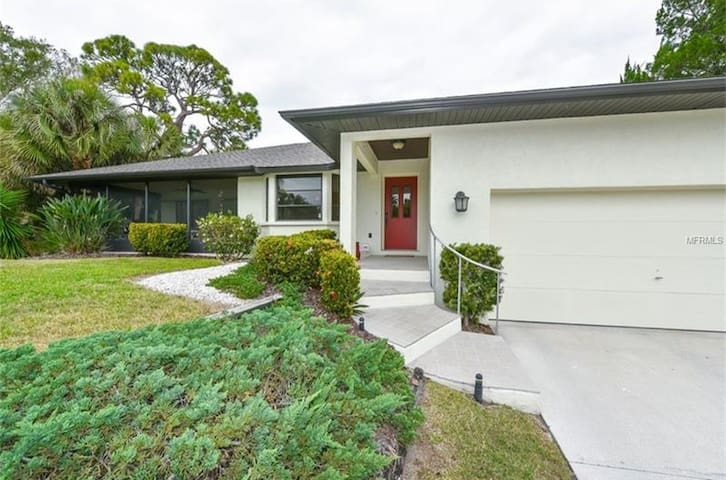 Stunning 3BR, 2 bath home in Nokomis, FL - Nokomis - House