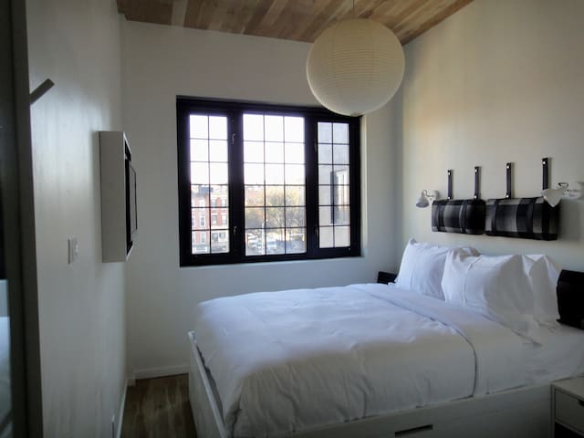 Modern Studio Queen Room In Gowanus Inn