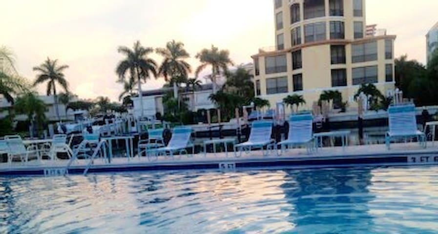 Private 2bedroomCondo WalktoBeach! - Marco Island