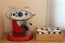 LIVING ROOM ILLI COFFE MACHINE