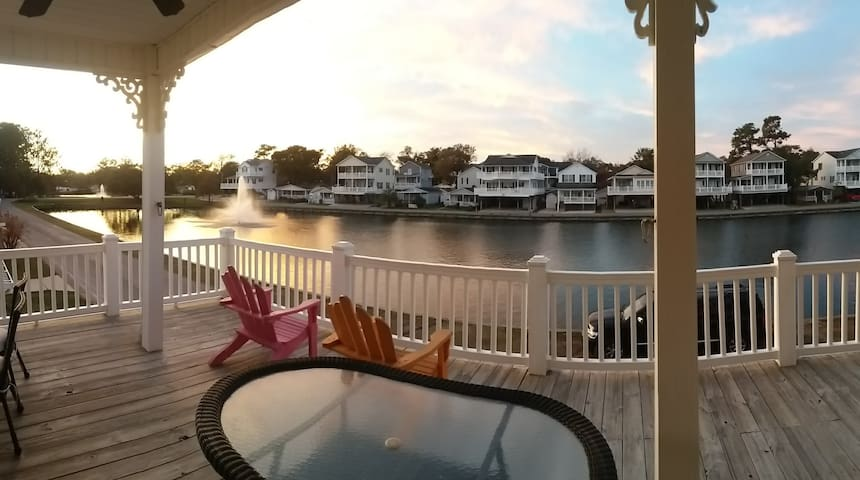 Lakefront Beach House FREE Golf Cart & Waterpark!