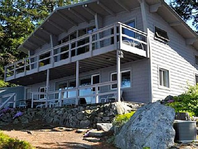 Lake front home,  spectacular views - Alton