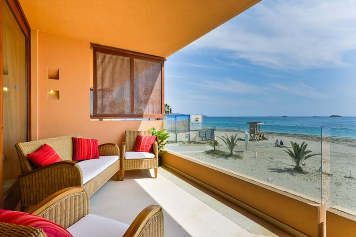 Space, Ushuaia just 2min. Seaview - Playa den Bossa - Apartment