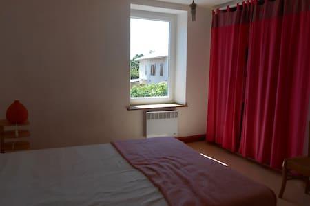 chambre dans maison accueillante - Beaurepaire