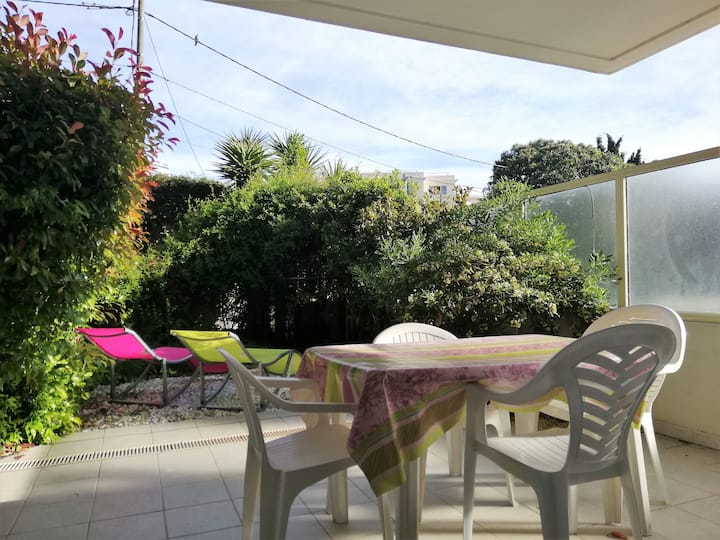 Great one bedroom apartment with garden