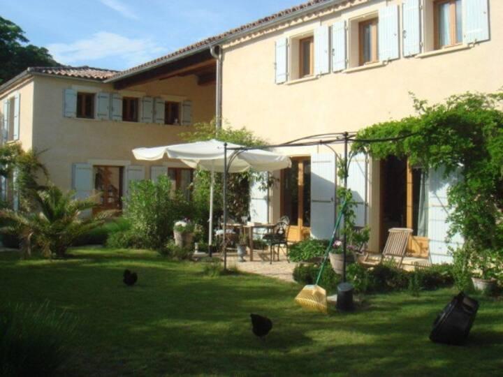 Peaceful 1 Bedroom villa with Pool & Garden