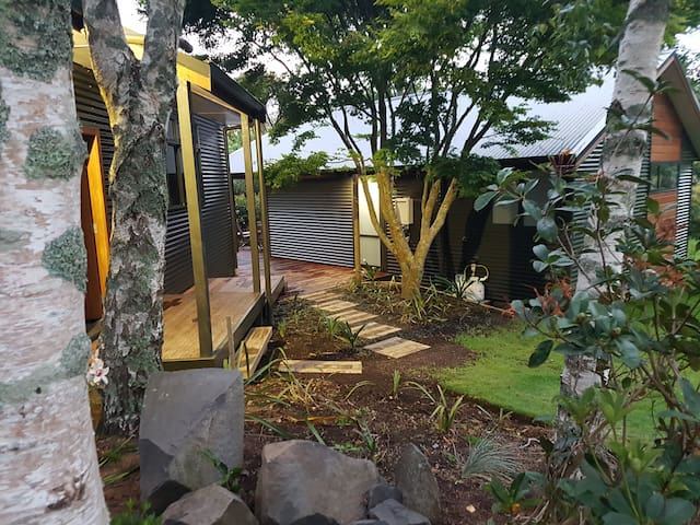 Our Secluded cottage set in parklike grounds