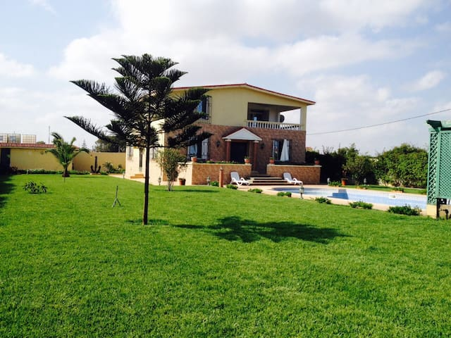 Entire villa with pool 200mts from the beach