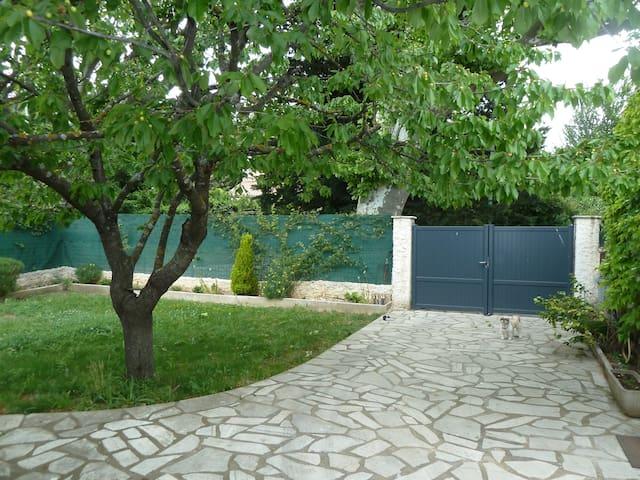 Maison provençale indépendente - La Roquebrussanne - Casa