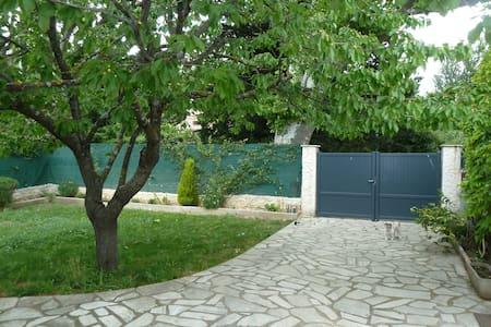 Maison provençale indépendente - La Roquebrussanne - Rumah
