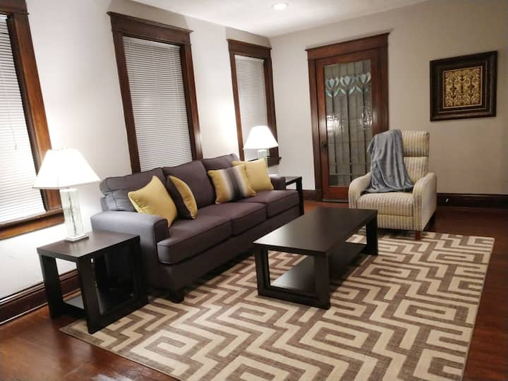 ☆ Stylish City Comfort ☆ Holly Hills ☆ Suite!!