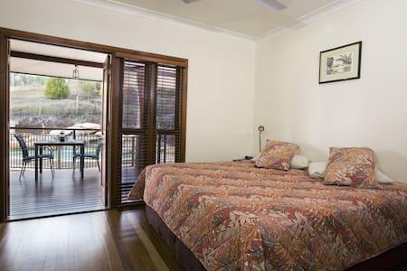 The Summit B&B - Bandicoot Room - Atherton - Bed & Breakfast
