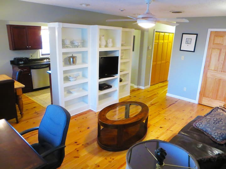 Beautiful Fully Furnished Executive 2BDR APT