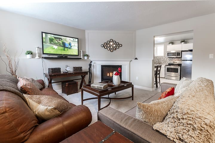 Central 3 bedroom, newly renovated suite!!
