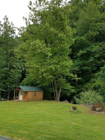 Creek Bank Cabin quite, peaceful romantic retreat.