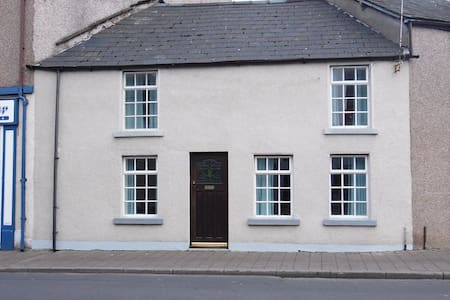 Cosy Cottage In The Heart Of Dalton, Lake District - Dalton-in-Furness - Dům