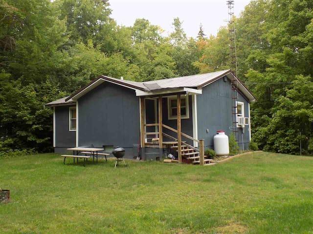 U.P. cottage, all-season getaway, forest retreat
