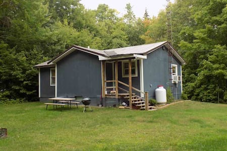 U.P. cottage, all-season getaway, forest retreat