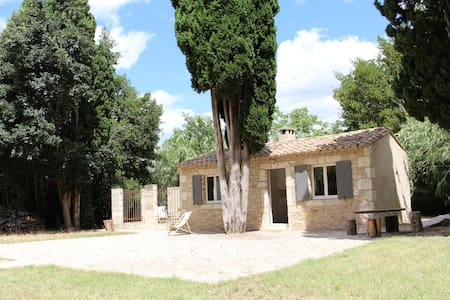 Cabanon au coeur de la Provence - Hus