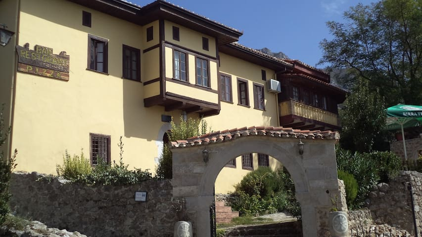 Bar Restorant Merlika - Krujë - Bed & Breakfast