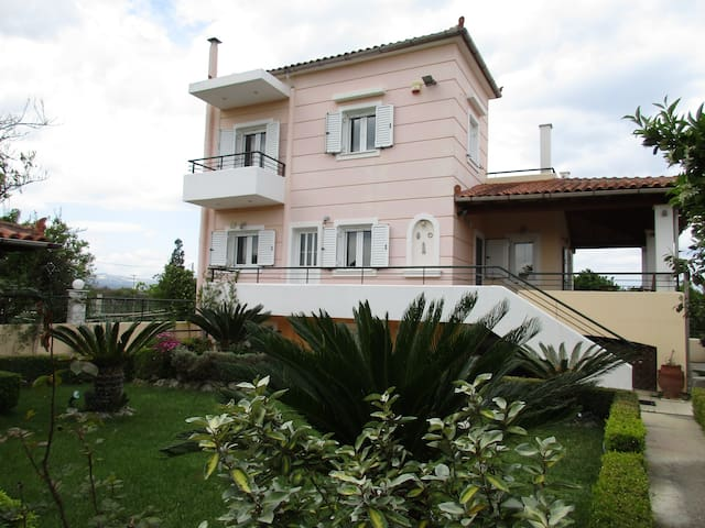 Spacious House for Pleasant Stay - Vrachati - House