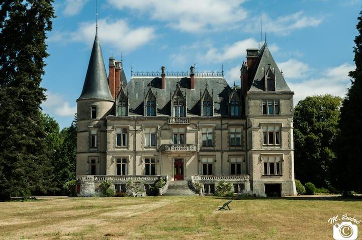 Appartement Yarelli, château, campagne et piscine