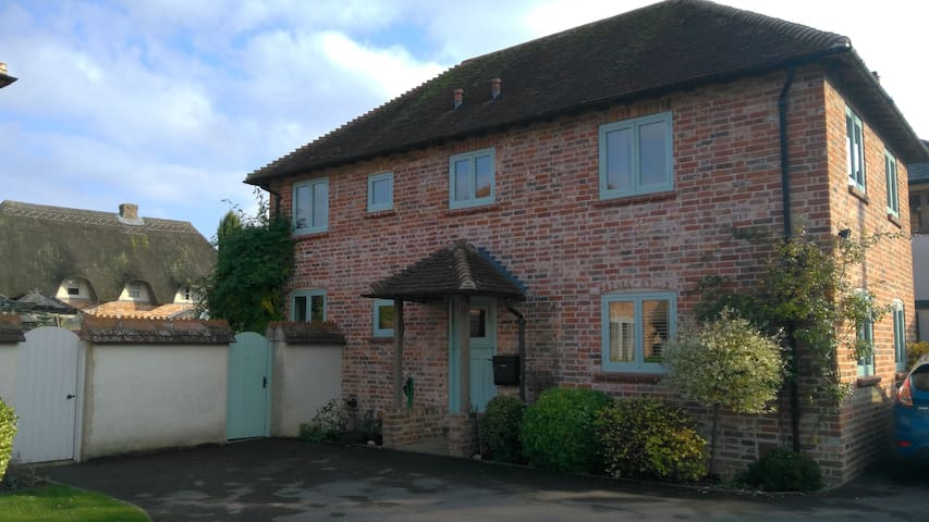 Large sunny comfortable rooms.  Andover - Hampshire