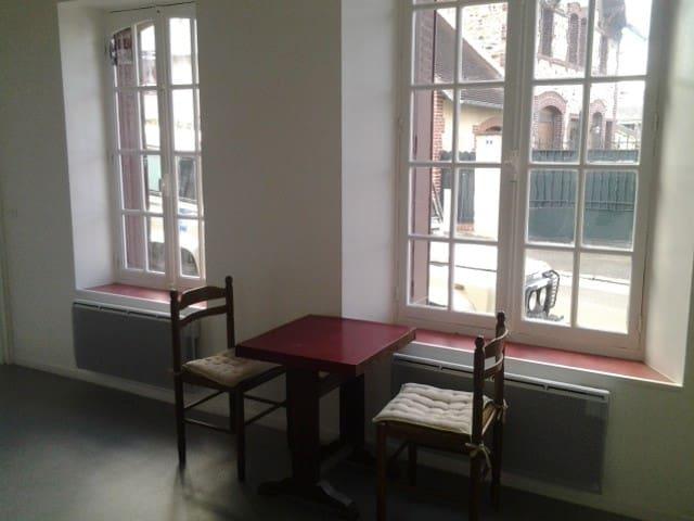studio en centre ville - Bagnoles-de-l'Orne - Apartament
