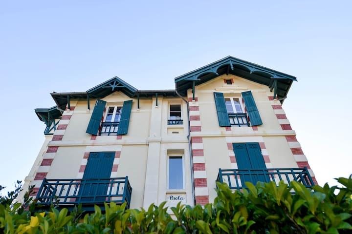 Arcachon : Appartement typique avec vue sur mer.