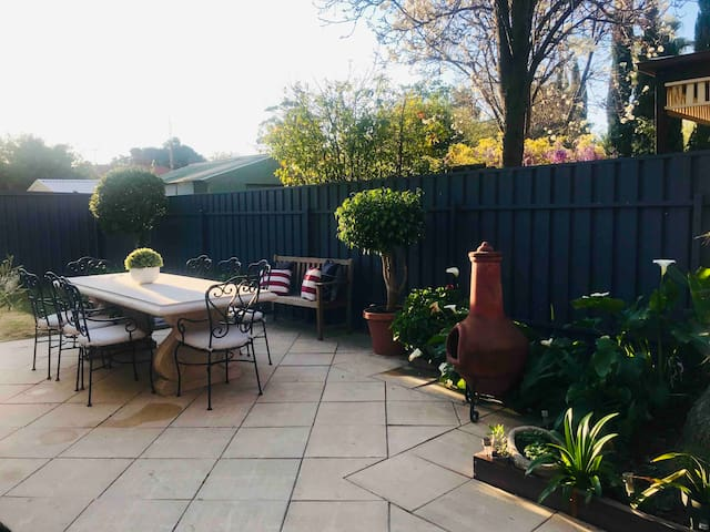 Minutes to CBD Parkside Townhouse