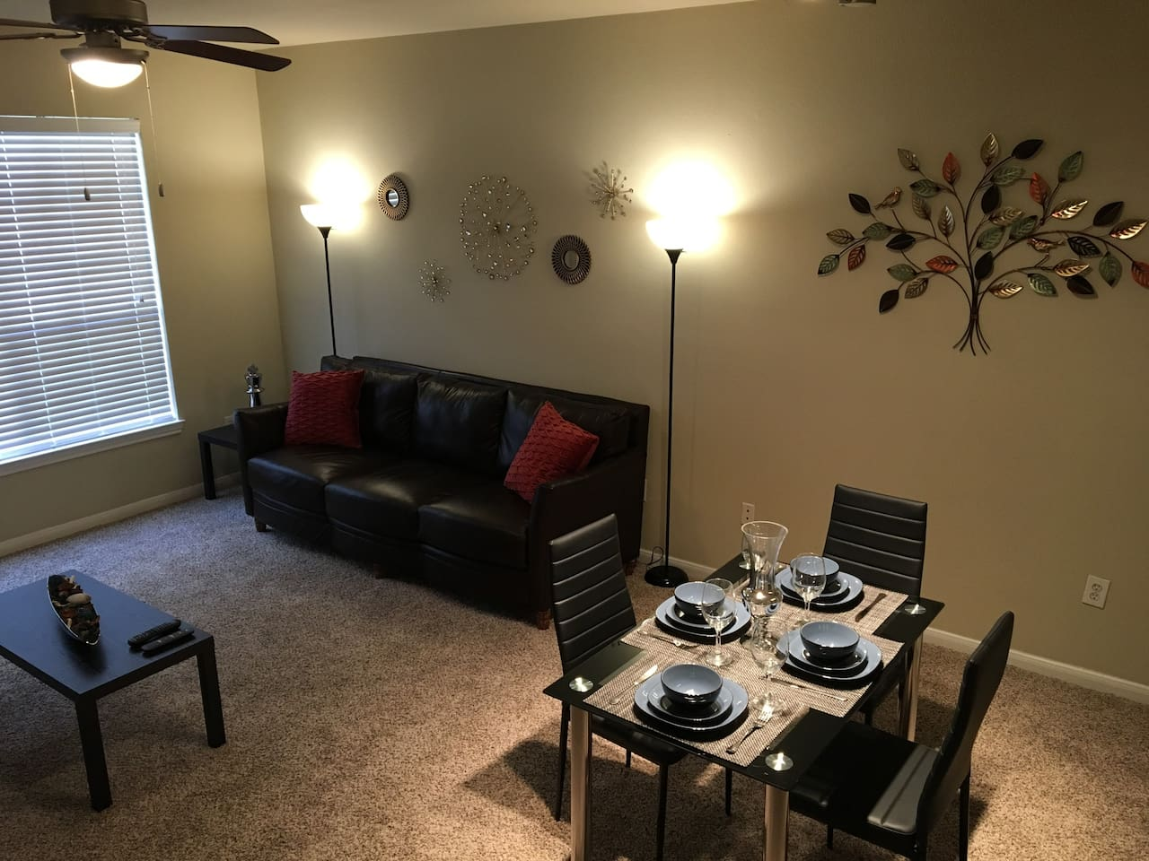 Amazing living room, fast wi-fi, Smart TV, wonderful dinnig table and everything to give you the best experience!