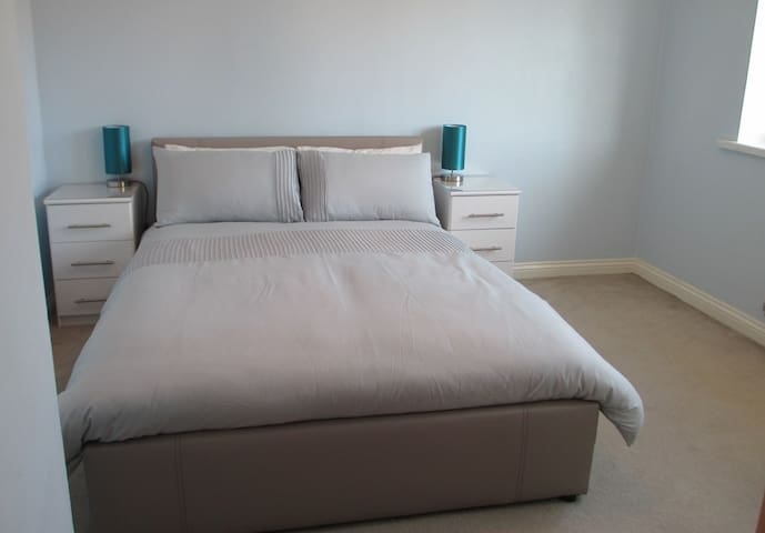 Comfortable Private Double Room close to the Sea - South Shields