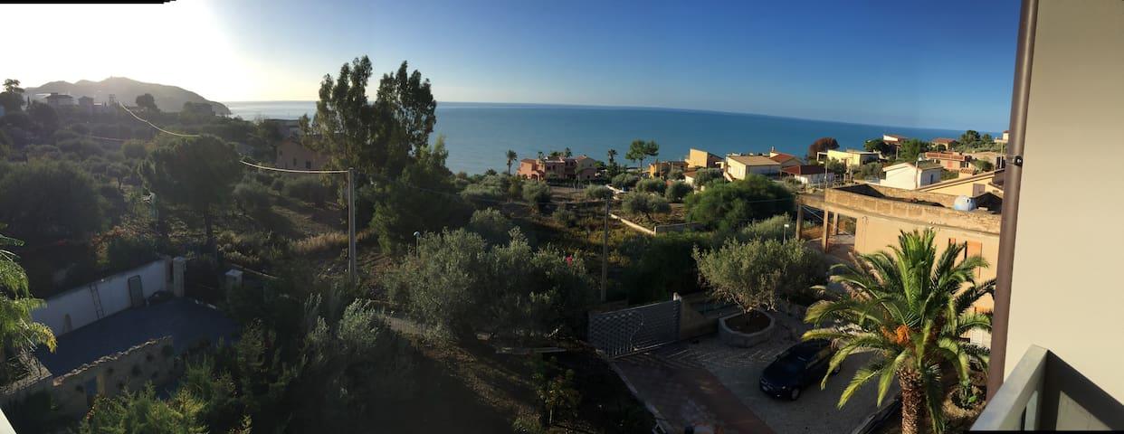 Casa Serena-con terrazza e vista difronte al mare