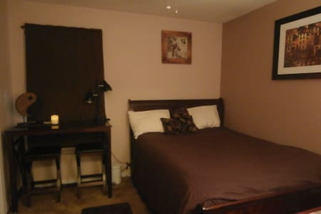 Clean/quiet NICE room & bath right by front door! - 华尔顿堡滩(Fort Walton Beach) - 独立屋