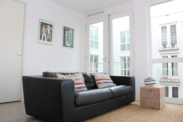 Modern Apartment 60m2 near Amsterdam WiFi 50Mbps - Huizen - Apartment