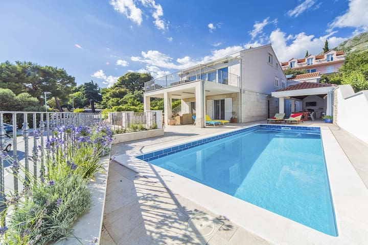 Quaint Costal Villa of Mlini With Swimming Pool - Mlini - House
