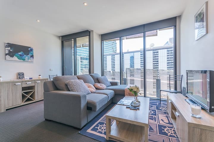 Central Docklands Home with Wifi & Netflix