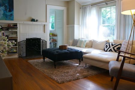 Bright & Cozy Bungalow in heart of Plaza Midwood - House