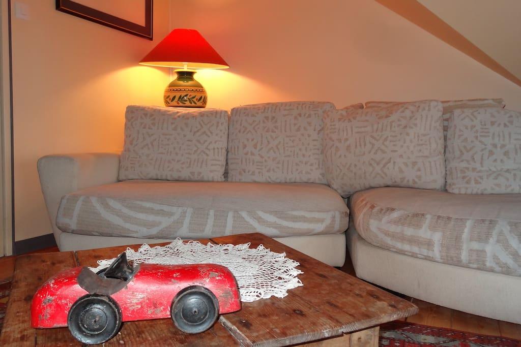 Salon télé (télé écran plat 120 cm et 150 chaines )