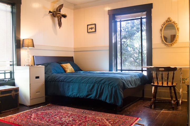Cozy Bedroom in Historic East Atlanta Home!